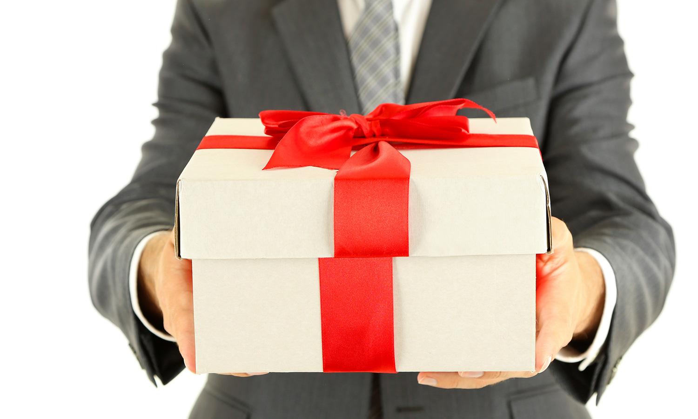 Faire un cadeau de naissance : optez pour l'originalité